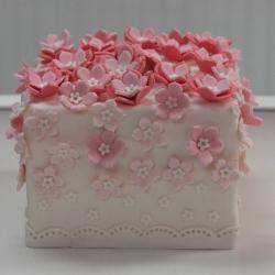 Fondant flower cake