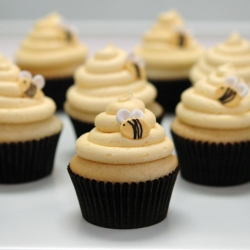 Bee hive cupcakes with fondant bees